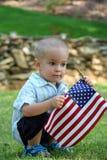 Kind mit Markierungsfahne Stockfoto