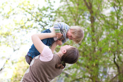 Kind mit Mutter Stockfotos