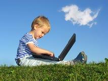 Kind mit Notizbuch Lizenzfreies Stockbild