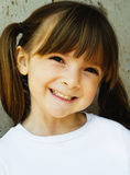 Kind mit süßem glücklichem Lächeln Stockfoto