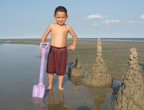 Kind mit Sandburg Stockfotografie