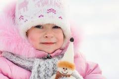 Kind mit Schneemann lizenzfreie stockfotos