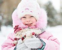 Kind mit Schneemann lizenzfreies stockfoto