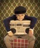 Kind mit seinem Kassettenrecorder Lizenzfreies Stockbild