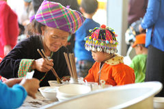 Kind mit traditioneller Kappe Stockfoto