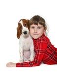 Kind mit Welpen stockbild