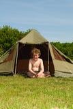 Kind mit Zelt Stockbild