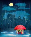 Kind onder een paraplu in nachtstad. Stock Afbeeldingen