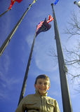 Kind onder Vlaggen stock foto's