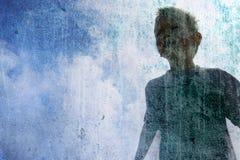 Kind op blauwe hemel Stock Foto