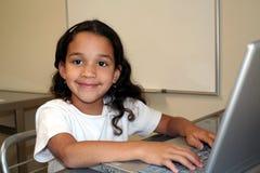 Kind op Computer royalty-vrije stock afbeeldingen