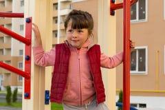 Kind op de speelplaats Stock Foto's