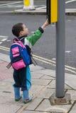Kind op de straat Stock Foto