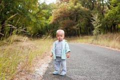 Kind op de weg Royalty-vrije Stock Foto's