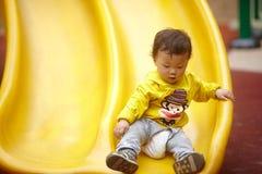 Kind op een dia Stock Fotografie