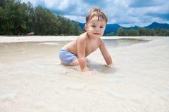 Kind op een strand royalty-vrije stock afbeeldingen