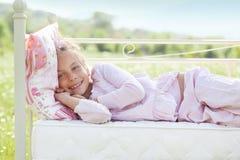 Kind op gebied royalty-vrije stock afbeeldingen
