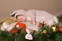Kind op vooravond van Kerstmis Stock Foto