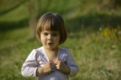 Kind in openlucht stock afbeeldingen