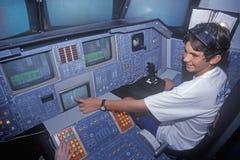 Kind am pädagogischen simulierten Raumfährecockpit am Raum-Lager, George C Marshall Space Flight Center, Huntsville, AL lizenzfreies stockbild