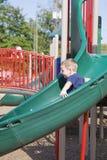 Kind am Park lizenzfreie stockbilder