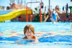 Kind in pool royalty-vrije stock fotografie