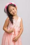 Kind in Prinzessin Dress, auf Weiß Stockfotos