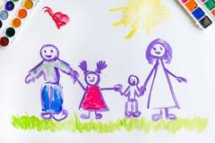 Kind-` s Hand malt Skizze der Familie stockfotos