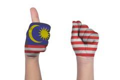 Kind` s handen die gebaar zestig met geschilderde de vlag van Maleisië tonen royalty-vrije stock foto's