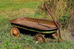 Kind` s oude onophoudelijke wagen stock afbeelding
