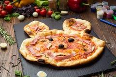 Kind-` s Pizza mit Summen Lizenzfreies Stockfoto