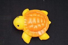 Kind-` s spielt für das Spielen in der Wasserschildkröte Lizenzfreie Stockbilder