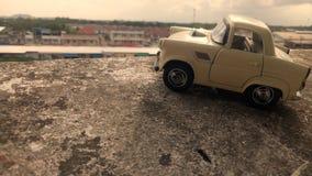 Kind-` s Spielzeugauto lizenzfreies stockfoto