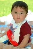 Kind-Schätzchen-Sitzen Stockfotos