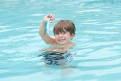Kind-Schwimmen Stockfotos