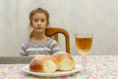 Kind in Shabbat Weinig Joodse Sabbat royalty-vrije stock foto