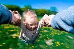Kind am Sommer lizenzfreie stockfotografie