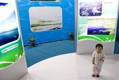 Kind in tentoonstelling Stock Foto