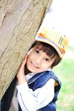Kind und Baum Lizenzfreie Stockfotos
