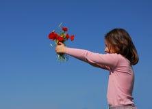Kind und Blumen Stockbild