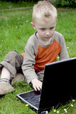Kind und Computer Lizenzfreies Stockfoto