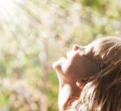 Kind und der Sun Lizenzfreies Stockbild