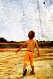 Kind und ein Stein Lizenzfreie Stockfotografie