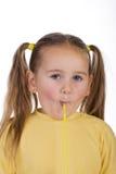 Kind und ein Stroh Stockbild