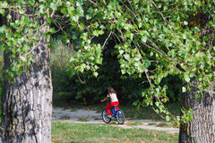 Kind und Fahrrad Stockfotografie