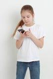 Kind und Handy Lizenzfreies Stockbild