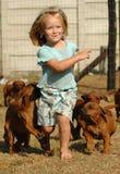 Kind und Haustiere Stockfotos