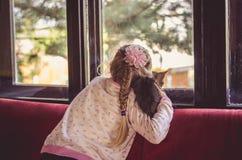 Kind und Katze Lizenzfreie Stockbilder