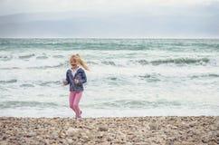 Kind und Meer Lizenzfreies Stockfoto