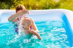 Kind und Mutter Lizenzfreie Stockfotos